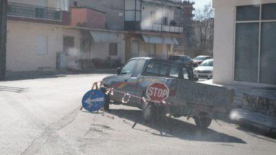 Δήμος Σιντικής : Κάποιος να μαζέψει το αυτοκίνητο πριν γίνει ατύχημα  ( φωτο )