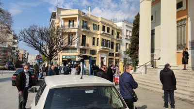 Σέρρες : Τι φταίει για τις ουρές στις τράπεζες
