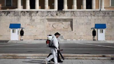 Οι Times αποθεώνουν τους «απείθαρχους Έλληνες» και επαινούν την «ταχύτατη και τολμηρή» αντίδραση της κυβέρνησης