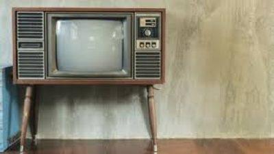 Η δυσκολία των τηλεοπτικών καναλιών να βρουν ρόλο στην πανδημία