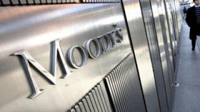 Η Moody's υποβάθμισε πέντε ελληνικές τράπεζες