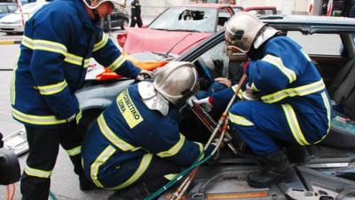 Δήμος Νέας Ζίχνης : Τροχαίο με απεγκλωβισμό της οδηγού