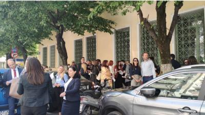 Σέρρες : Συμβολικό κλείσιμο του δρόμου από τους δικηγόρους