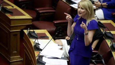 """Απίθανο : Η Τζάκρη κατακεραύνωσε τον Αδωνι για """"ύποπτη"""" τροπολογία και τελικά… την ψήφισε"""