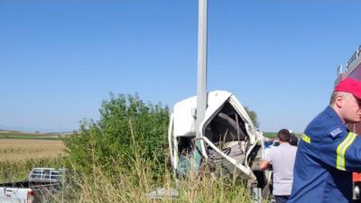 Δήμος Εμμανουήλ Παππά : Τροχαίο – Φορτηγό έπεσε σε κολώνα της ΔΕΗ  ( φωτο )