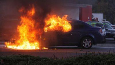 Σέρρες: Αυτοκίνητο τυλίχθηκε στις φλόγες- Κινδύνευσε ο οδηγός