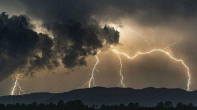 Έκτακτο δελτίο επιδείνωσης του καιρού. Βροχές, καταιγίδες και ισχυροί άνεμοι έρχονται από αύριο