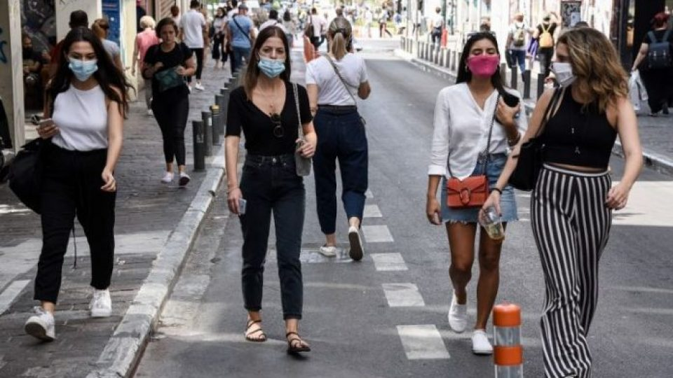korwnoios-athina-maskes-polites-2-696x464-1.jpg