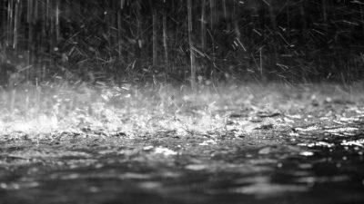 """""""Έρχονται"""" σποραδικές καταιγίδες και χιονοπτώσεις από το μεσημέρι"""