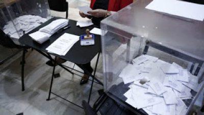 Αν ο Τσίπρας δεν φέρει στη Βουλή τον «φάκελο των δημοσκόπων» θα πέσει-πάλι- θύμα αυτοεκπληρούμενης προφητείας